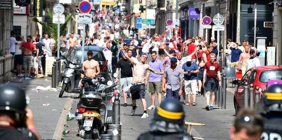 Affrontements-a-marseille-le-11-juin-2016_906c3b7d8e2e0d90be0b654b677d1c1d